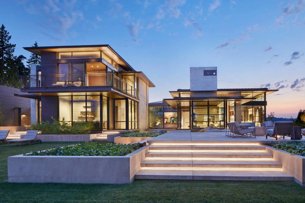 Двухэтажный современный дом