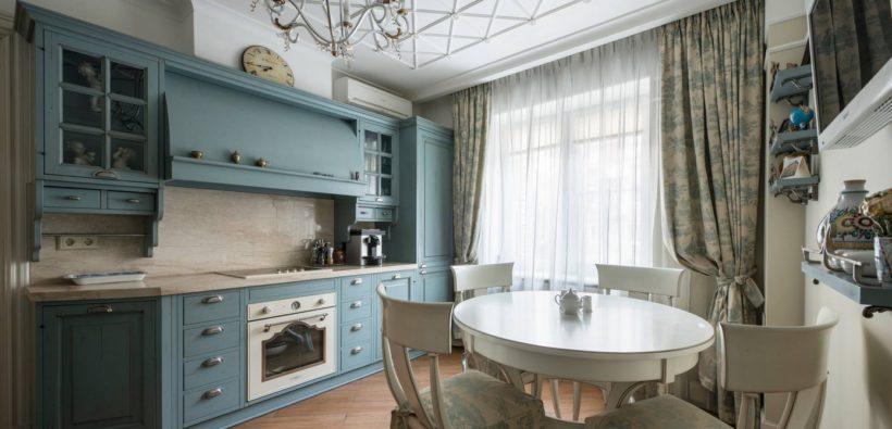 Классическая кухня с окном: 14 проектов