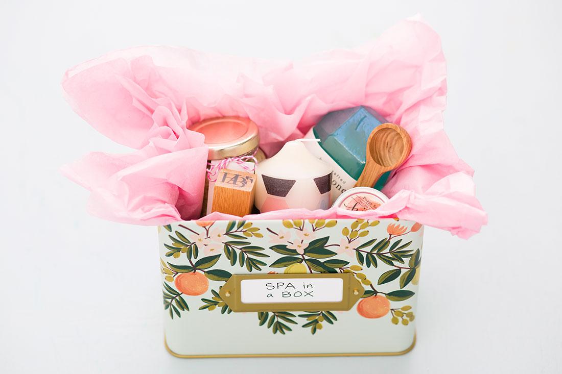 Подарочные корзинки своими руками: 22 идеи