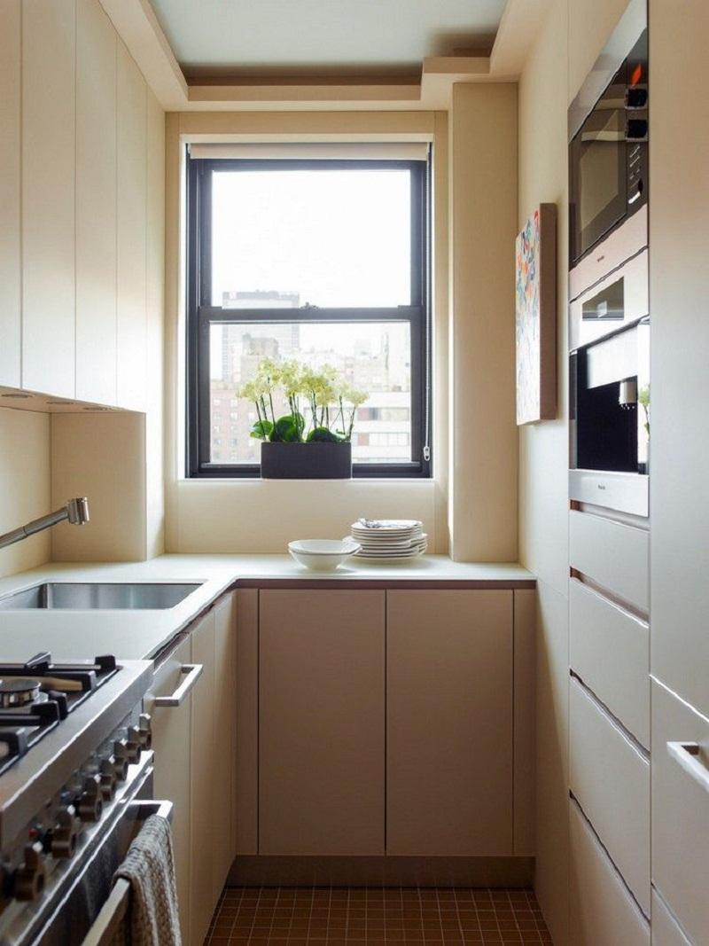 кухни с окном по центру