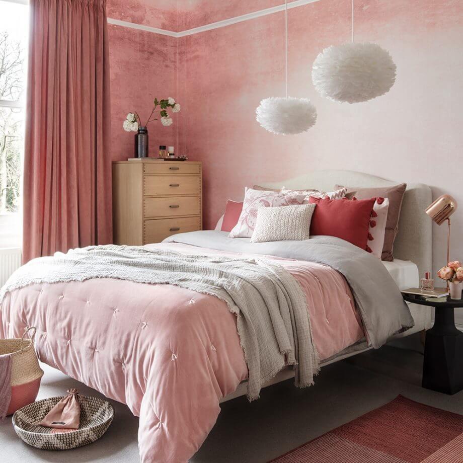 Интерьер спальни: выбираем обои