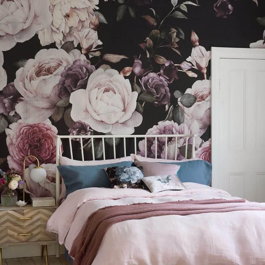 дизайн спальни комбинированные обои
