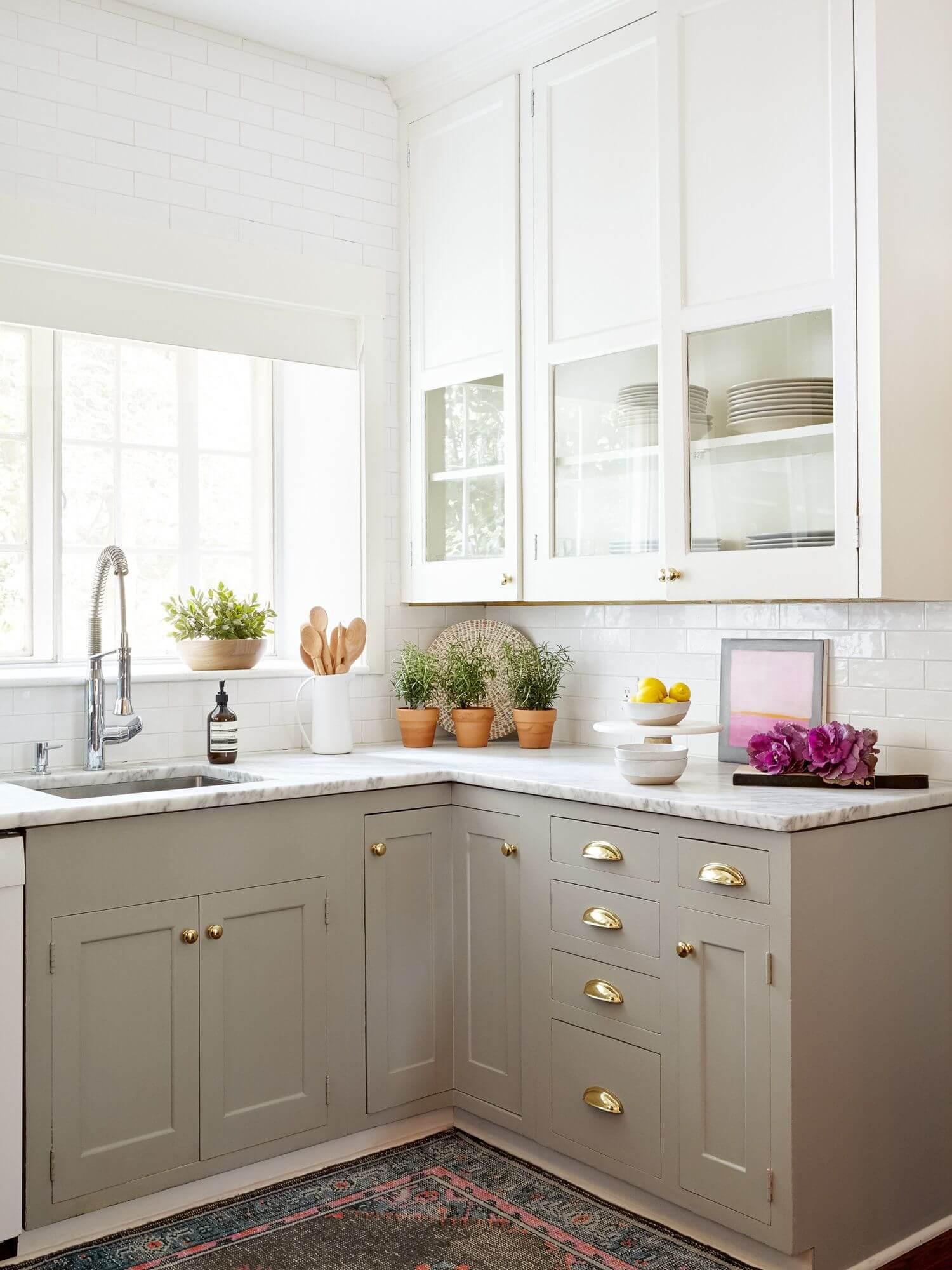 дизайн маленькой угловой кухни с окном