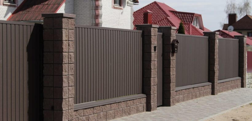 Забор из профлиста: какой материал лучше