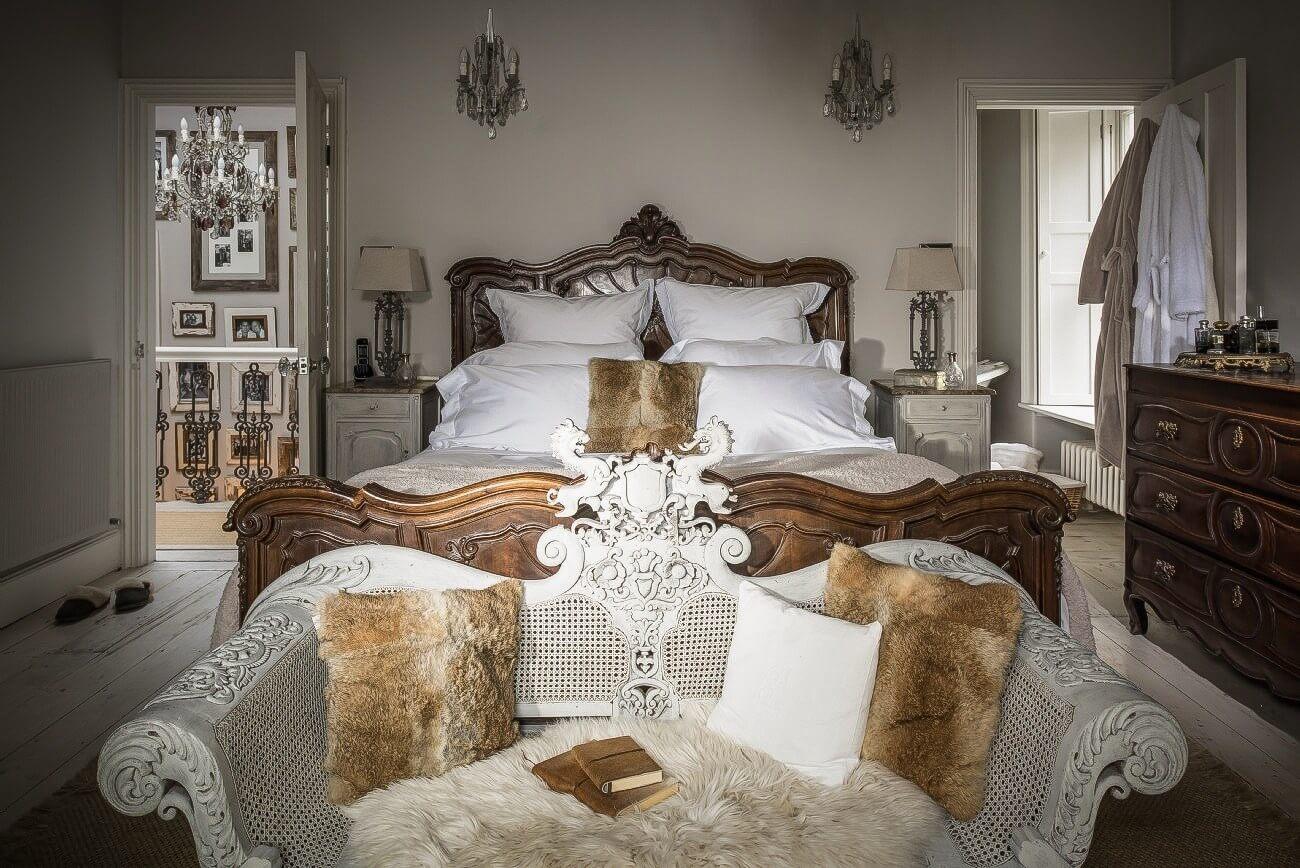 роскошная спальня в доме