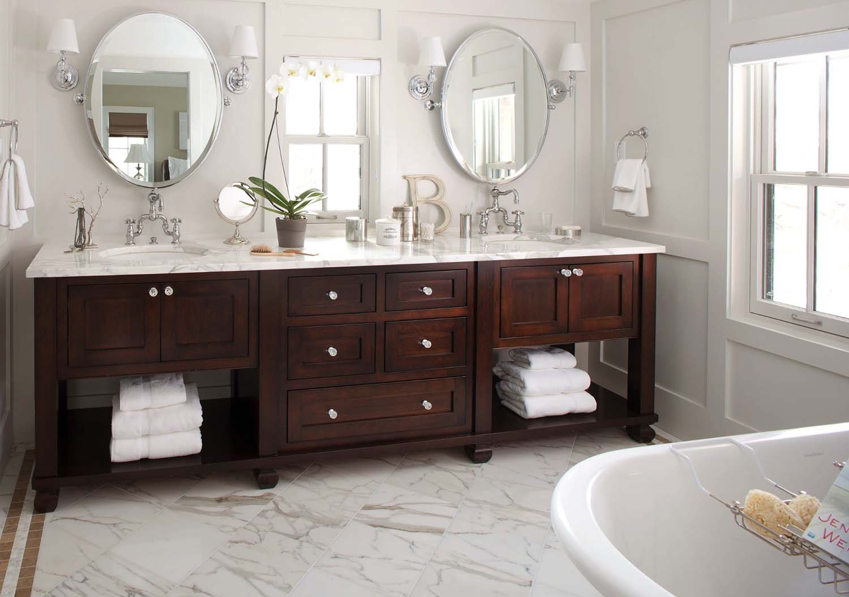 Просторная ванная в доме