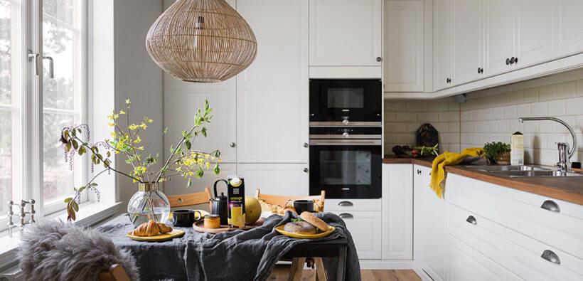 Дизайн маленькой угловой кухни с окном: 20 фото