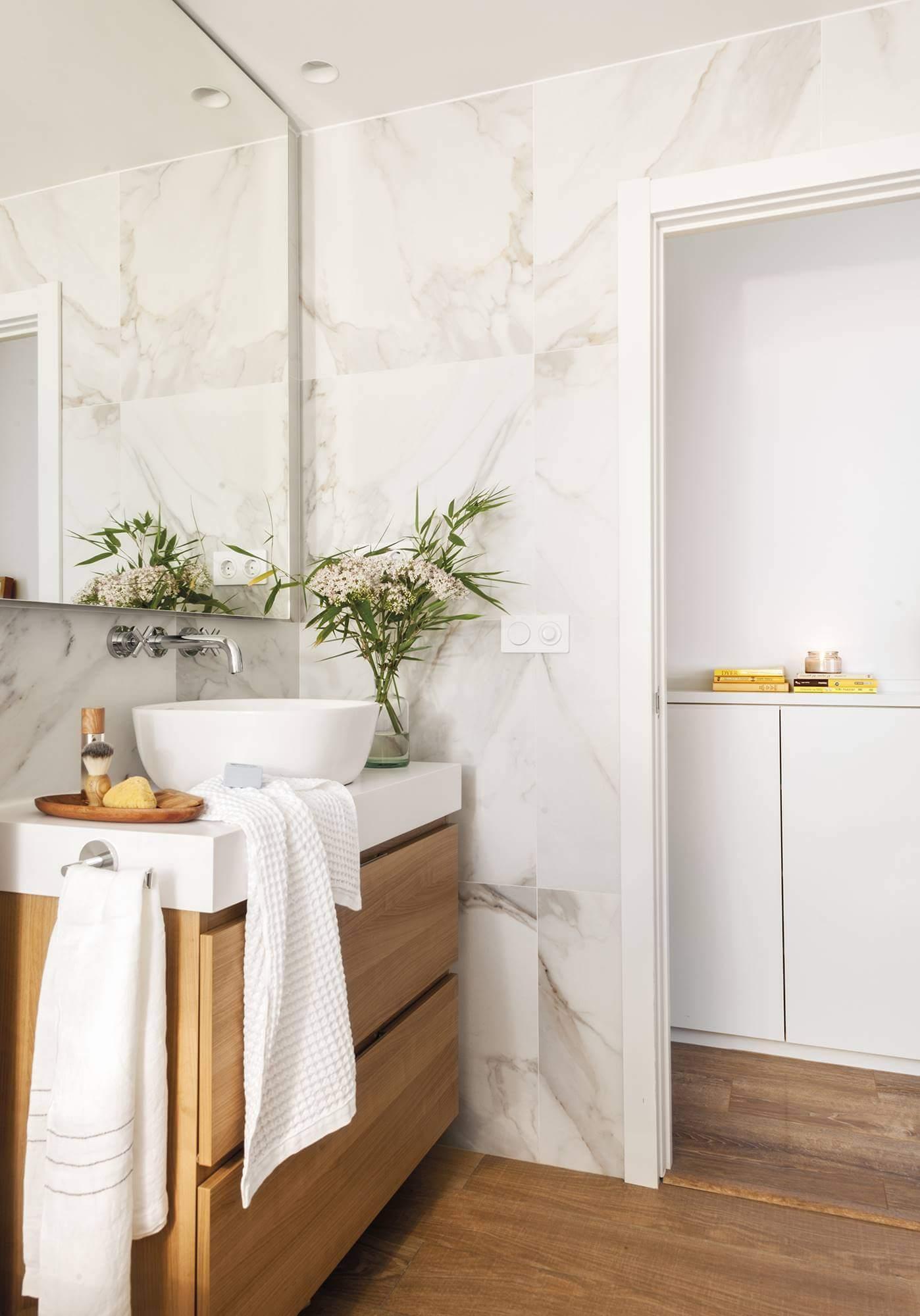 Красивая маленькая ванная комната