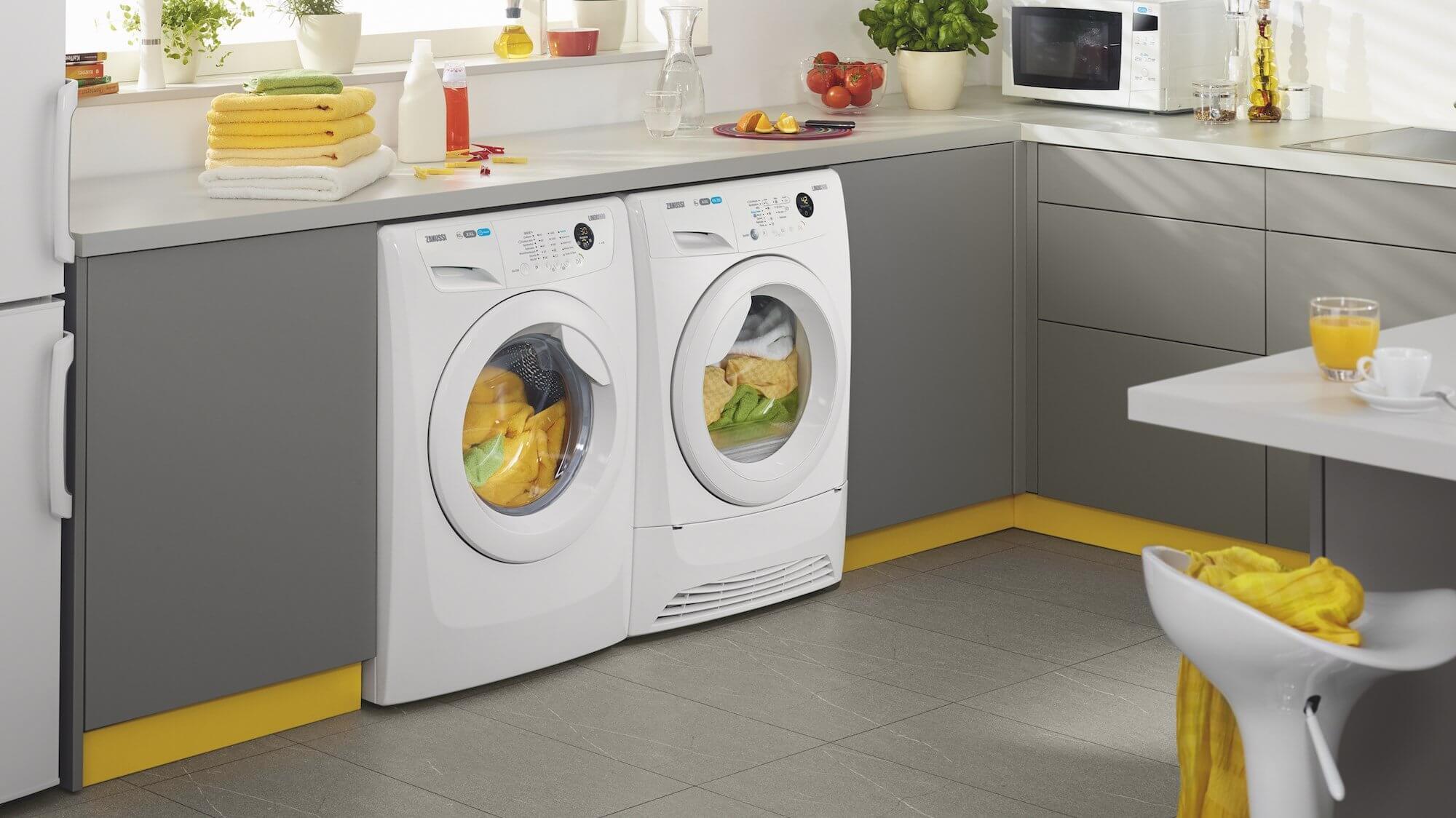 куда поставить стиральную машину на кухне фото