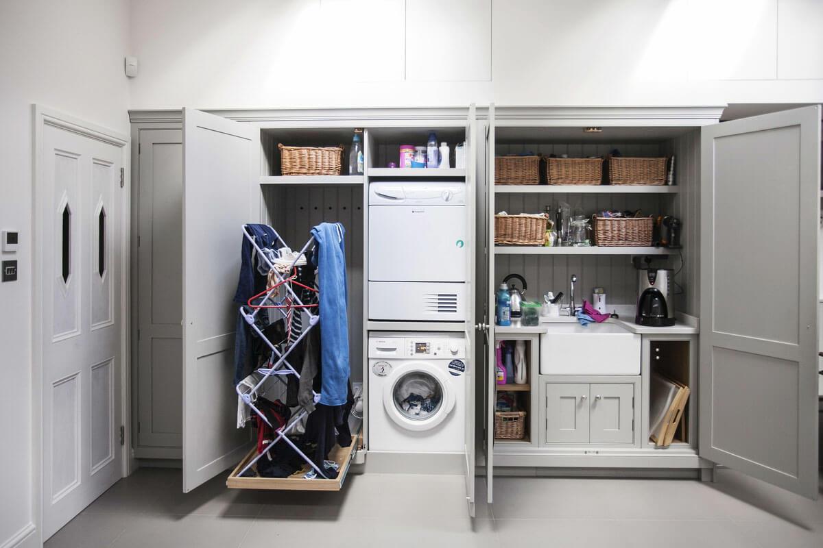 стиральная машина в гардеробной