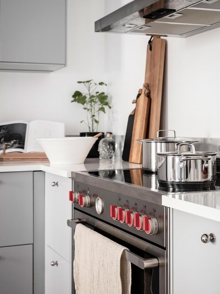 Уютный и простой интерьер кухни