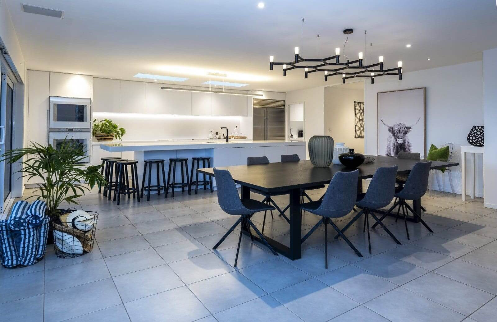 Дизайн кухни столовой в стиле минимализм