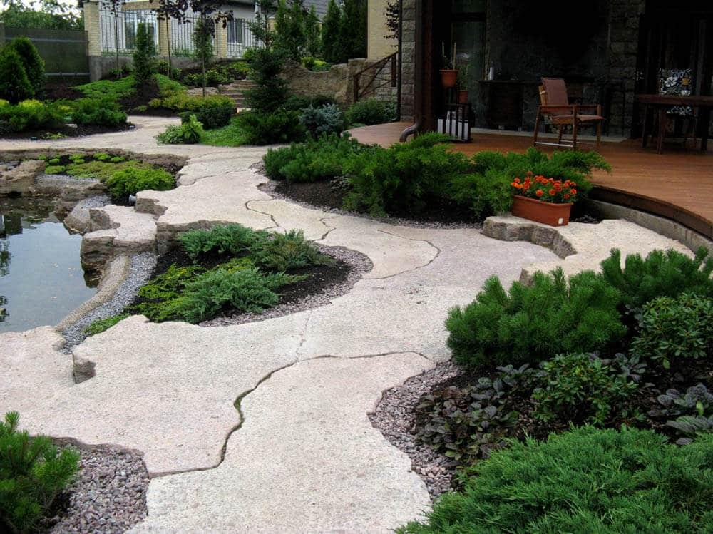 Дорожки из бетона в саду