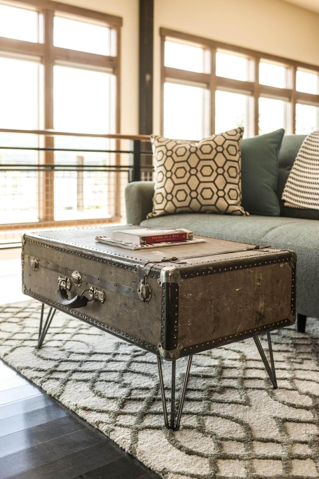 Журнальный столик из чемодана