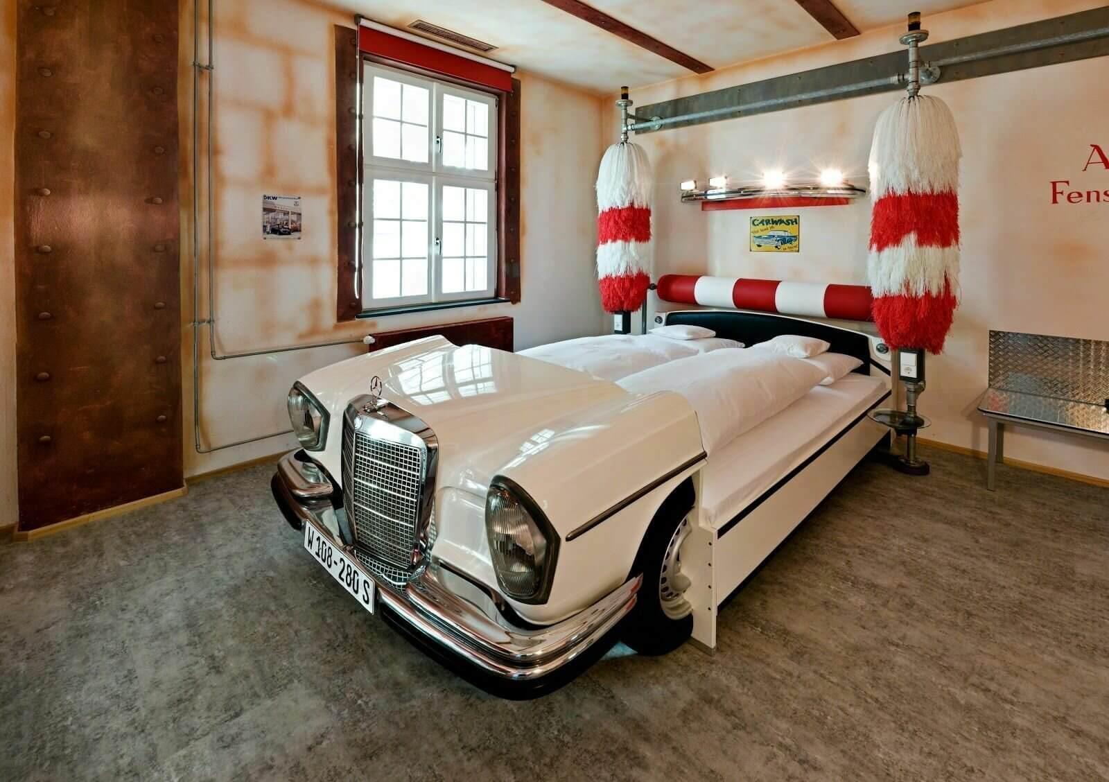 кровать из автомобилей