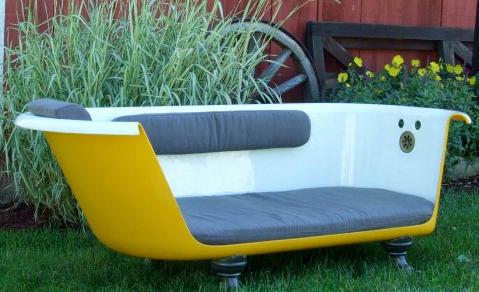 Садовый диван из ванной