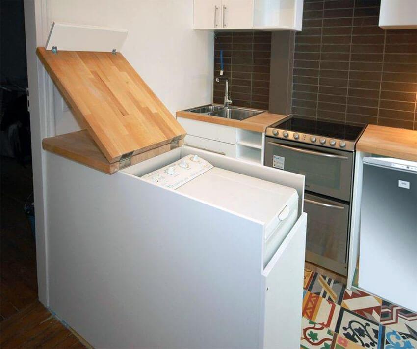 стиральная машина с вертикальной загрузкой на кухне