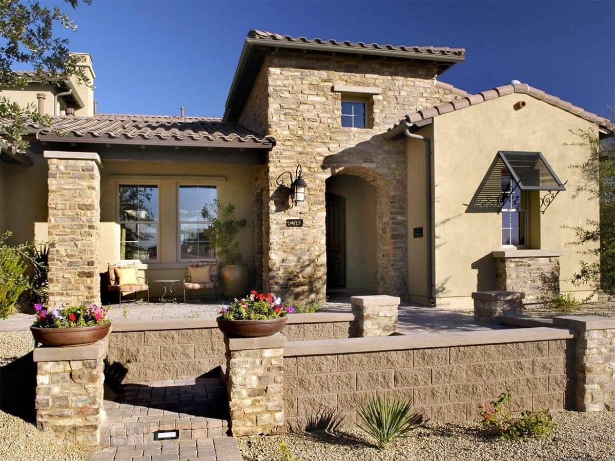 фасад дома из камня