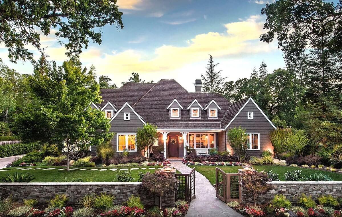 Дизайн двора частного дома своими руками