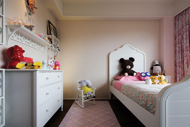 дизайн детской с классической мебелью