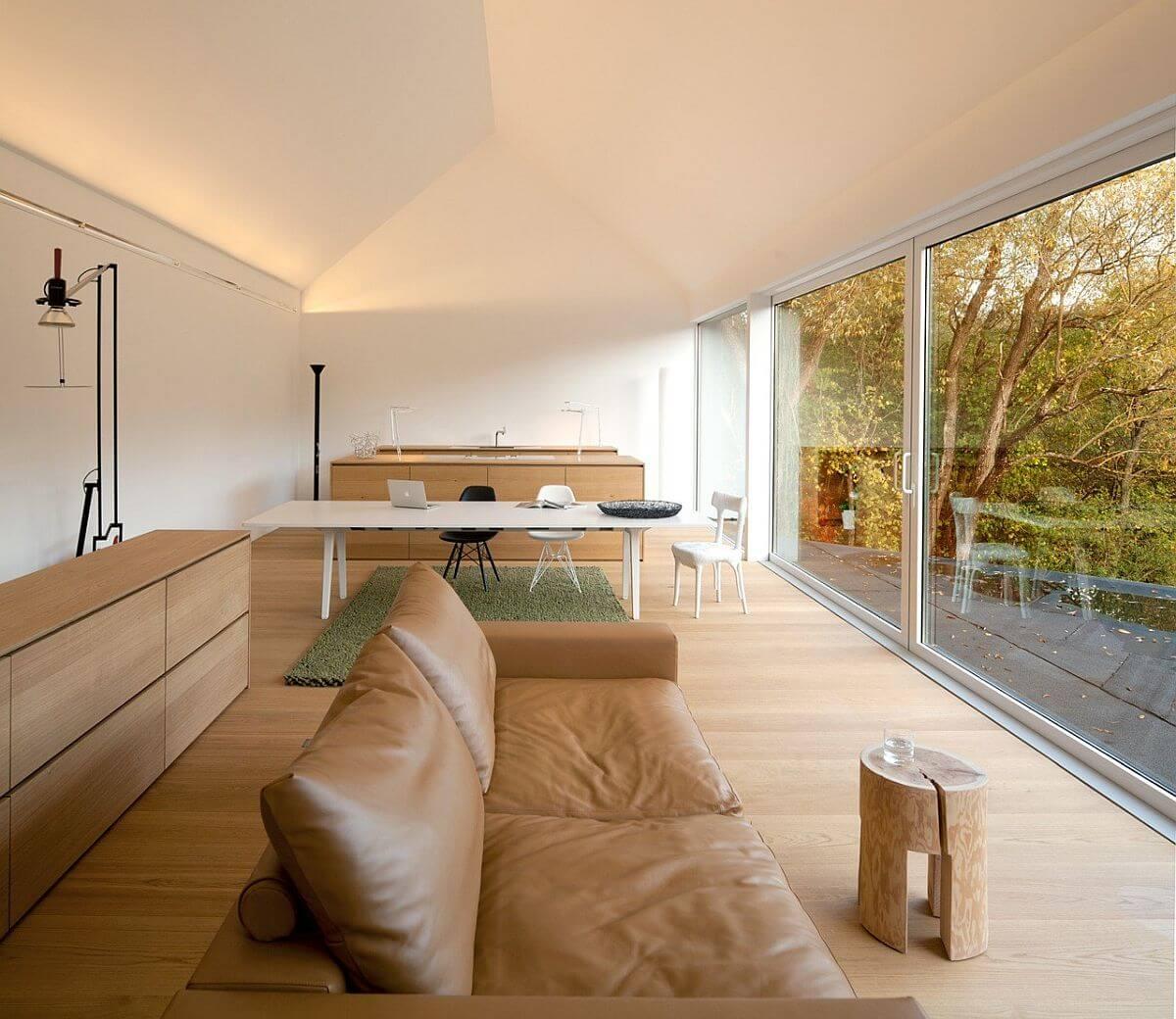 гостиная совмещённая с кухней в доме
