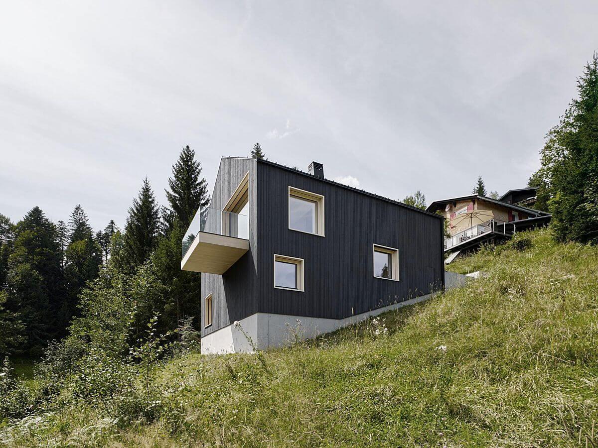 дом высоко в горах