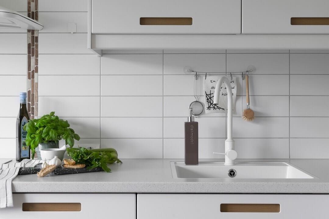 дизайн белой кухни в квартире