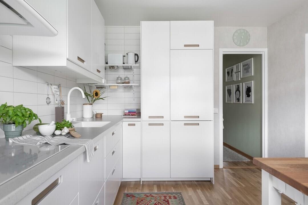 интерьер в белой кухне