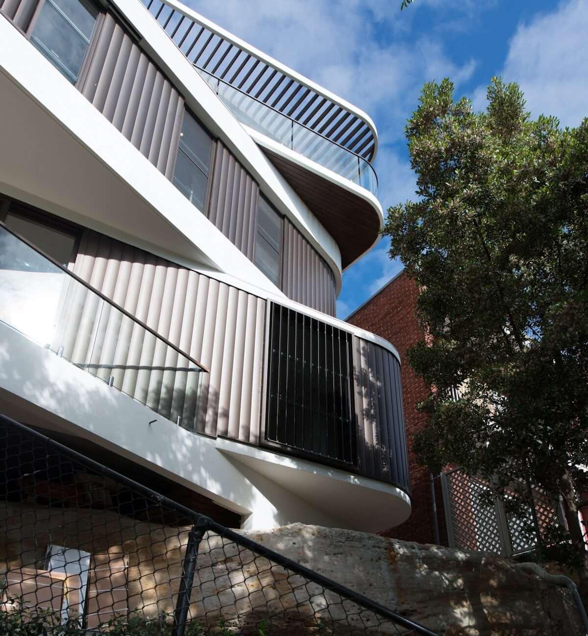Дом на скале от Luigi Rosselli Architects